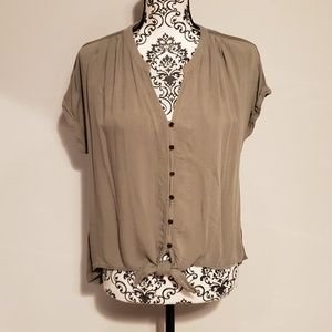 Universal Thread Button Down Top Ties in Front